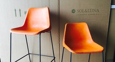 Image of the Girón stool and chair covered with the new leather color orange from Sol&Luna