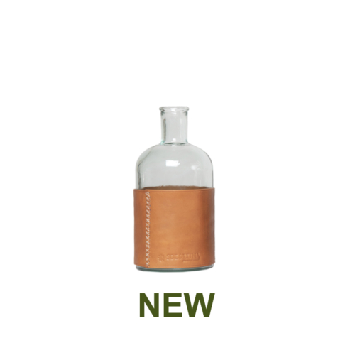 1 PN932SC Small water carafe and leather natural-en