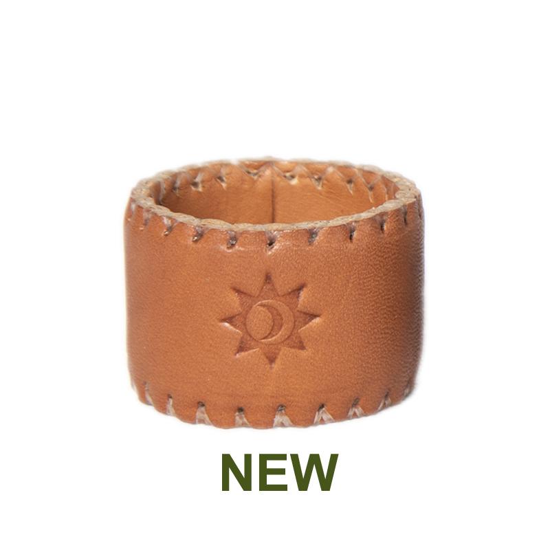 1 PN933C Leather napking ring in natural-en