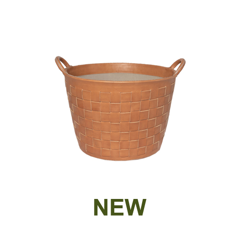 1 PN959STC Small braided leather basket in natural-en