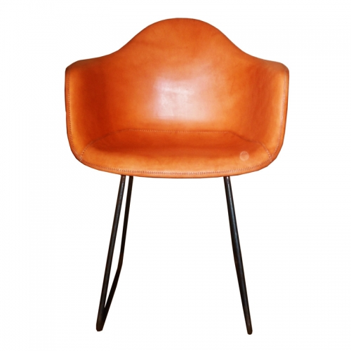 front position of the natural leather Armchair Sidney PN804F from Sol&Luna