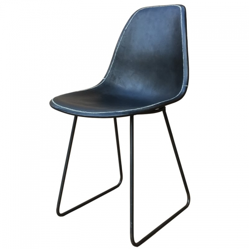Side position of the black leather Armchair Sidney PN803F from Sol&Luna