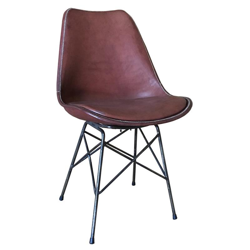 Silla Ñandutí, silla con estructura de hierro y asiento de cuero marrón, version Luxe con asiento más amplio de Sol&Luna
