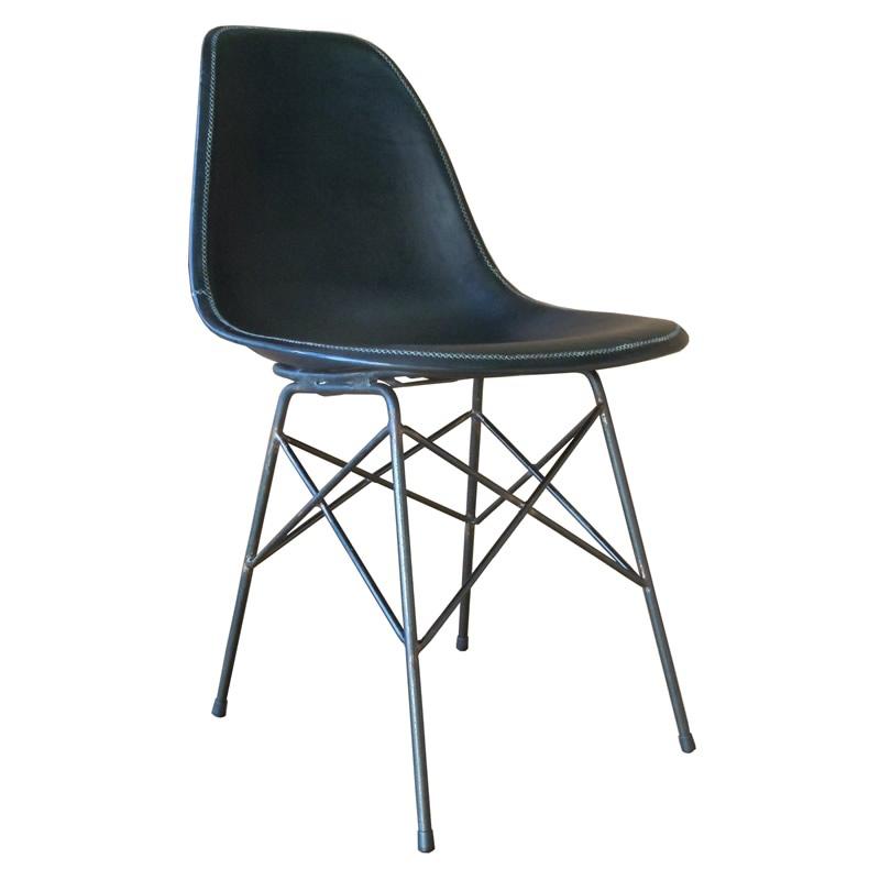 Silla Ñandutí, silla con estructura de hierro y asiento de cuero negro de Sol&Luna