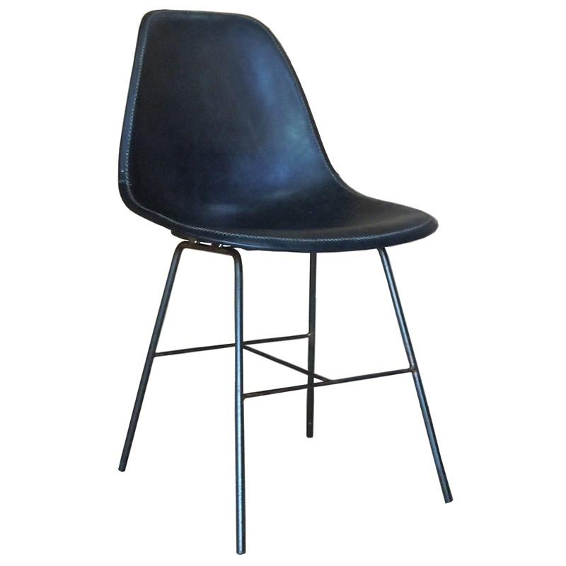 imagen de la silla poty con estructura de hierro y asiento de cuero negro de Sol&Luna