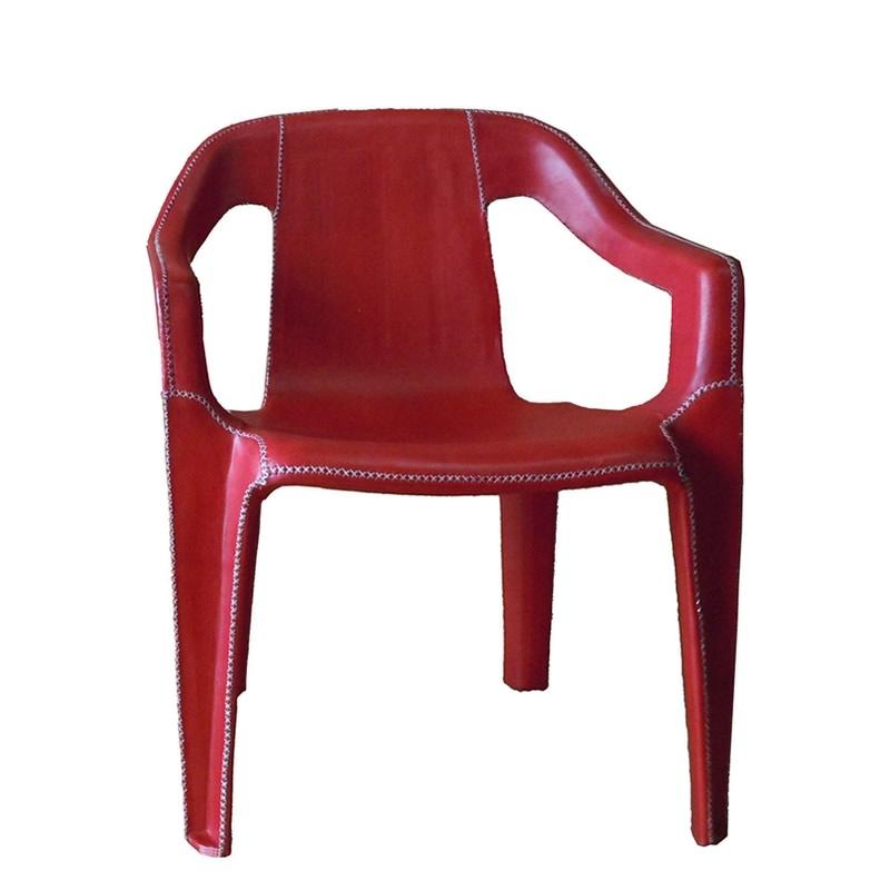 Imagen fontal del sillón Cheap & Chic con brazos apilable para niño íntegramente forrado en cuero rojo de Sol&Luna