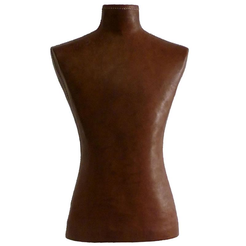 Imagen frontal del Maniquí Hombre forrado en cuero marrón de Sol&Luna