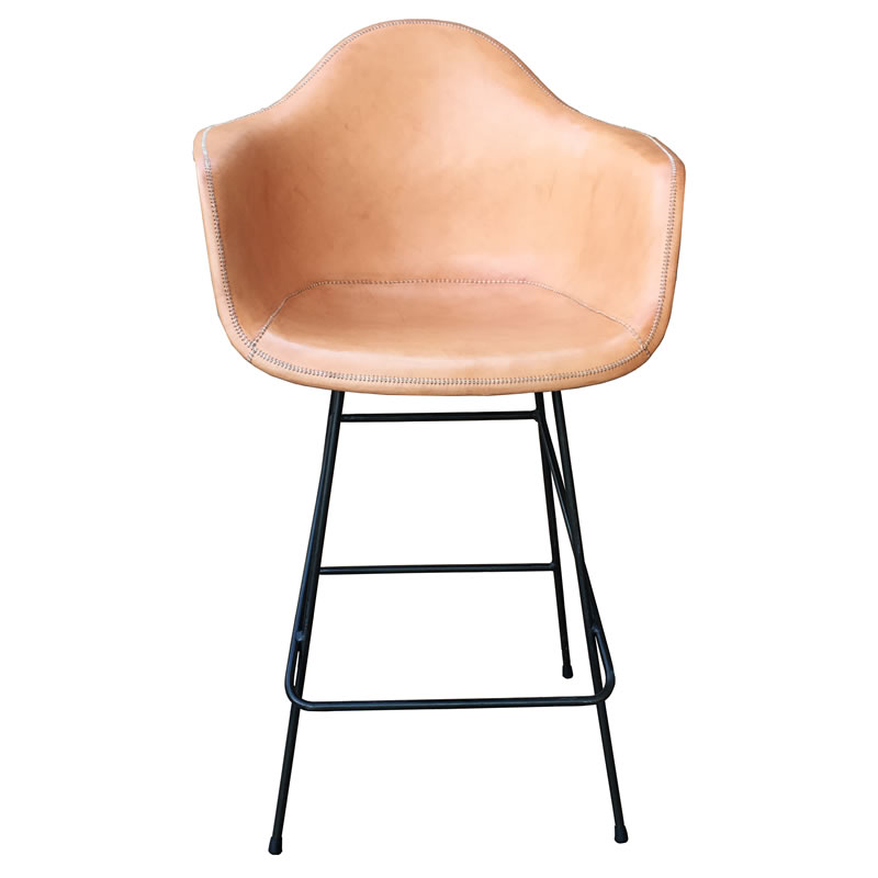 Imagen frontal taburete sillón Beto sillón con base de hierro y asiento forrado en cuero natural