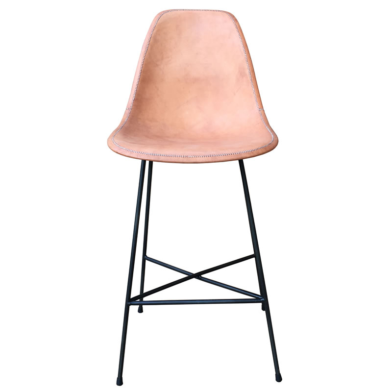 Imagen silhoueteado del taburete Hovy, con estructura de hierro y asiento forrado en cuero natural